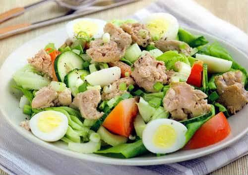 salat-iz-pecheni-treski-s-ogurtsom