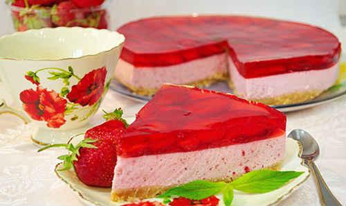 tvorozhnyj-tort-bez-vypechki-s-zhelatinom-i-fruktami