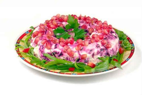 salat-granatovyj-braslet-s-chernoslivom