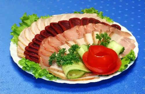 мясная нарезка на праздничный стол оформление