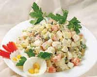 Салат Оливье - рецепт классический с колбасой, свежим огурцом, курицей, мясом