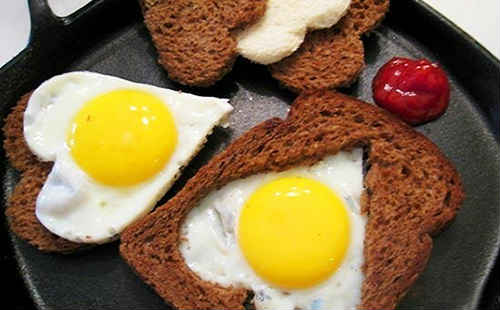 как приготовить яичницу в хлебе