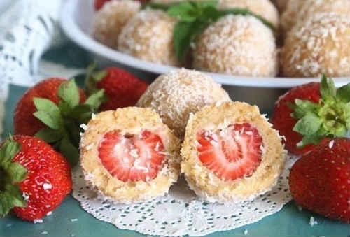 десерт шарики с клубникой