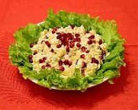 Рецепты салатов с курицей, ананасами и сыром, с яйцом, грибами, орехами, слоями