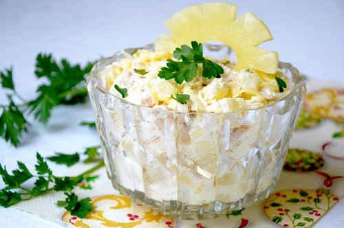 салат курица с ананасами и грибами классический рецепт