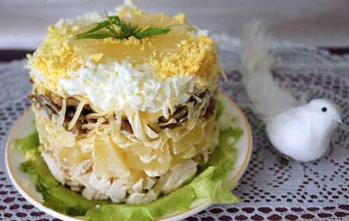 салат курица с ананасами слоеный рецепт с фото классический рецепт