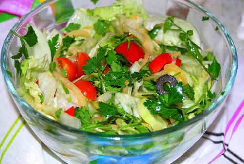 рецепт салата с помидором огурцом и яйцом