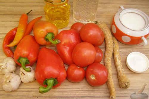 hrenovina-iz-pomidor-s-chesnokom