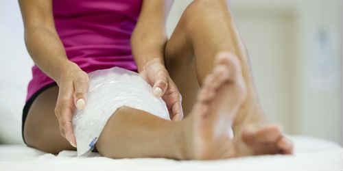 болит колено что делать чем лечить