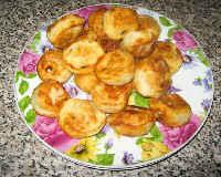 Жареные пельмени на сковороде - рецепт с сыром, сметаной, жареным луком