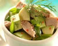 Салат с авокадо и консервированным тунцом - рецепт с огурцом, яйцом, помидорами