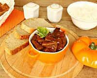 Печень по-строгановски - рецепты на сковороде, в мультиварке с фото