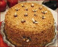 Торт из готовых вафельных коржей со сгущенкой - 3 рецепта
