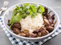 Куриные сердечки, тушеные в сметане - рецепты с грибами, луком, картошкой, морковью, сыром