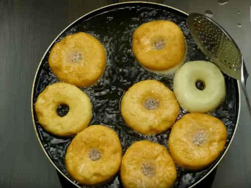 Жареные пончики на молоке - рецепт пошаговый с фото