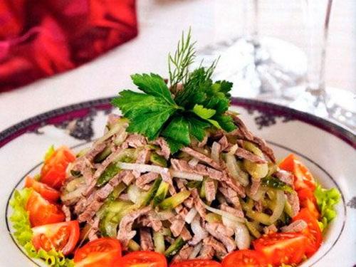 салат из говядины с маринованным луком