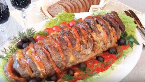 свиная гармошка с сыром и помидорами